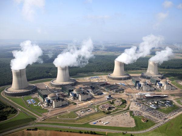 Aussi stupide que les Verts allemands, Jadot rêve de la fin du nucléaire